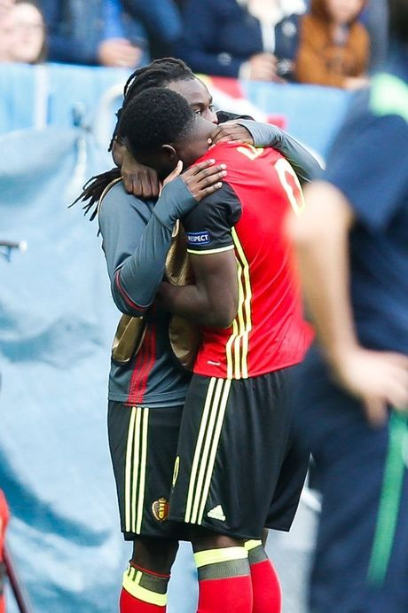 Belgium's Romelu Lukaku celebrates with his brother Jordan after scoring during a soccer game between Belgian national soccer team Red Devils and Ireland, in group E of the group stage of the UEFA Euro 2016 European Championships, Saturday 18 June 2016 in Bordeaux, France. BELGA PHOTO BRUNO FAHY