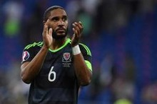 Premier League - Ashley Williams ruilt Swansea voor Everton