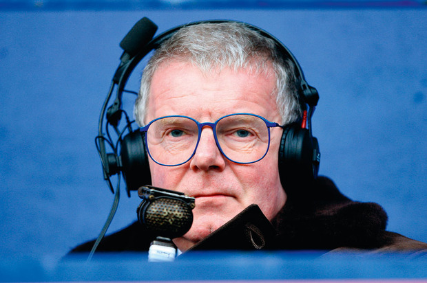'The voice of English football' John Motson kapt ermee