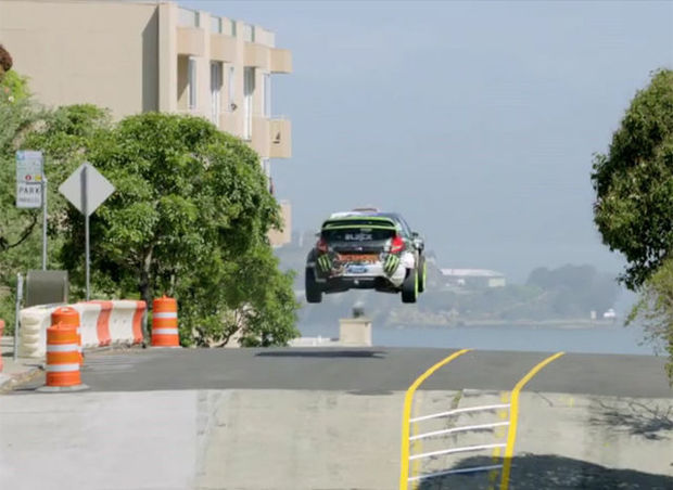 Adembenemende video: Ken Block racet door straten San Francisco