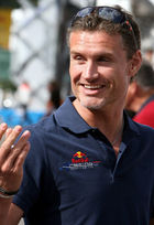 David Coulthard vangt golfbal tegen 290 km/u op in wagen (video)