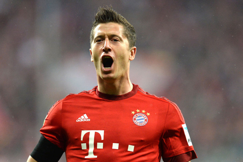 Invallen en 5 goals in 9 minuten maken: Robert Lewandowski deed het (video)